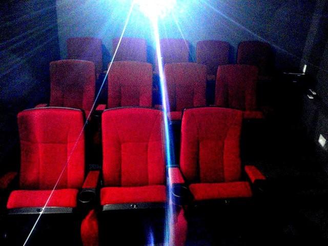 Home Cinema in Caracas by GETECA modern-home-theater