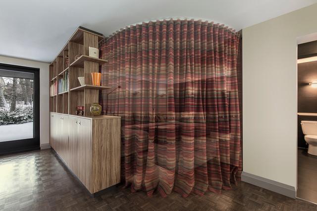 Home theater - contemporary home theater idea in Toronto