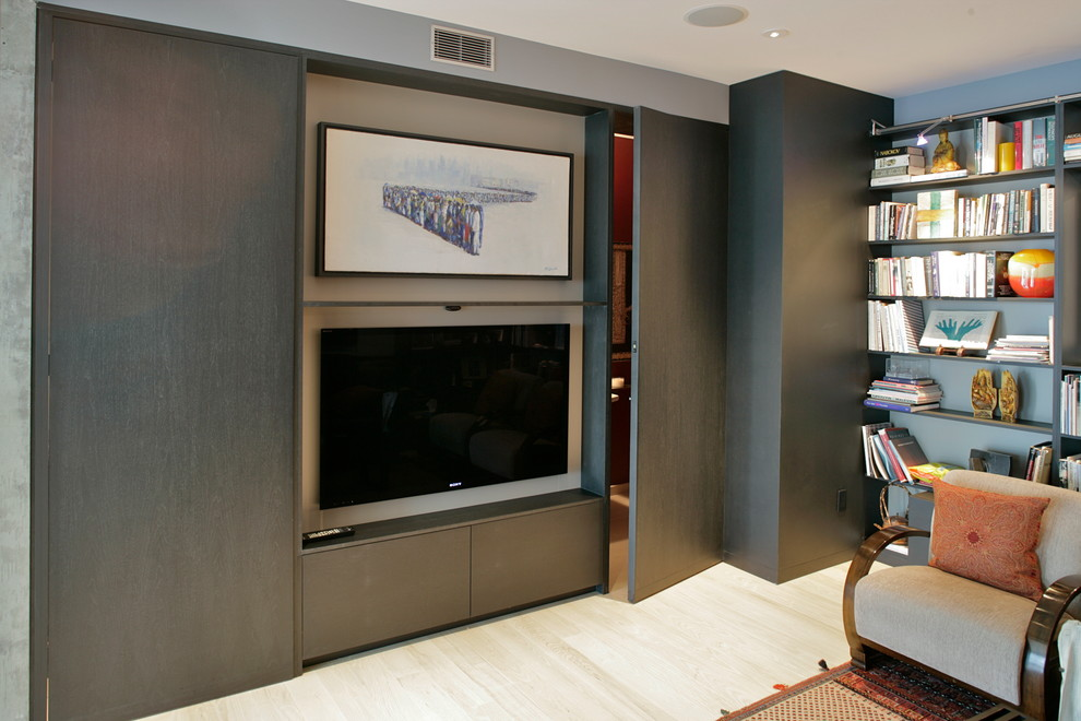 Example of a minimalist home theater design in San Francisco