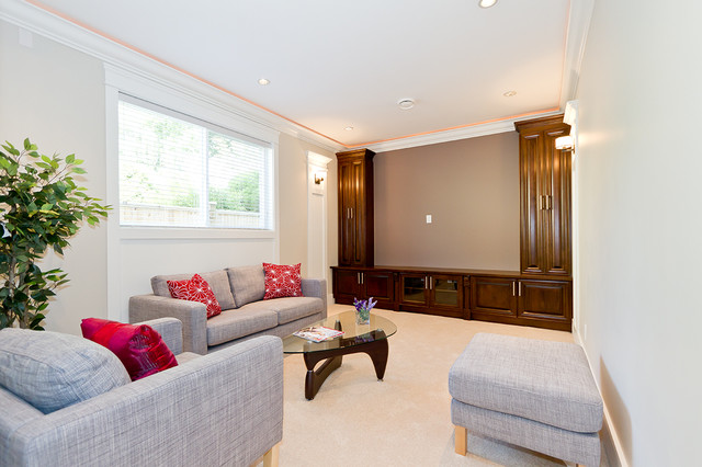 Example of a classic home theater design in Vancouver