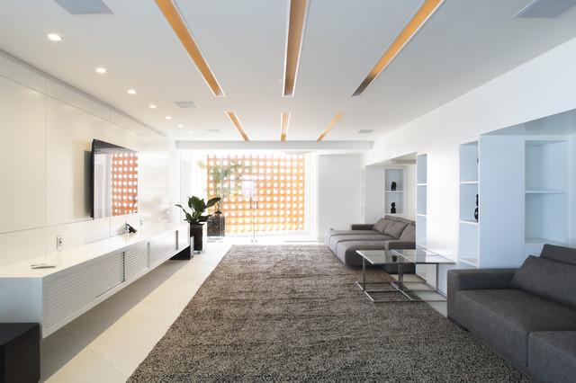Tríplex Copacaba, Rio De Janeiro | Carlos Cesar Ferreira Architecture contemporary-home-theater
