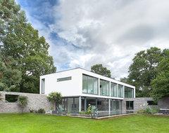 Abbots Way modern-exterior