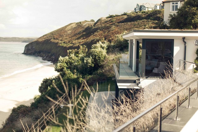 Contemporary beachfront house carbis bay cornwall - Location de vacances cornwall laurence associates ...