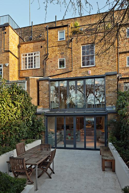 Prolongement maison avec menuiseries grises sur baie vitrée