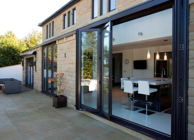 Modern and contemporary bespoke glass extensions for Table exterieur 3m