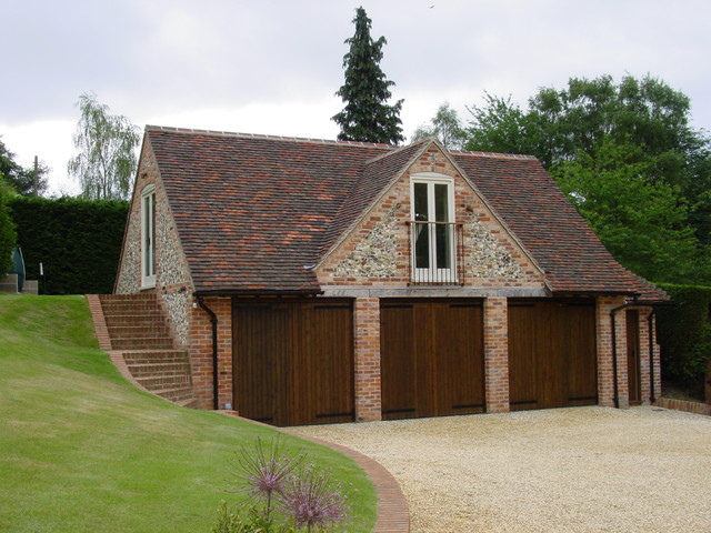 private garage with accommodation over near henley on