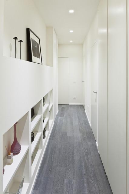 Appartamento contemporaneo corridoio altro di for Arredare corridoio stretto e corto