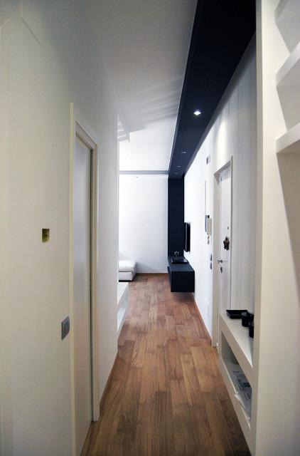 Casa c moderno corridoio bari di sergio nitti for Arredare un ingresso stretto
