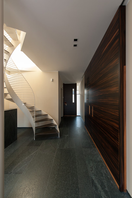 Casa psn contemporain couloir milan par studio for Couloir contemporain
