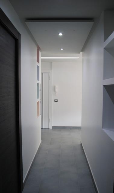 Casa u corridoio moderno corridoio roma di hooome for Ingresso casa moderno