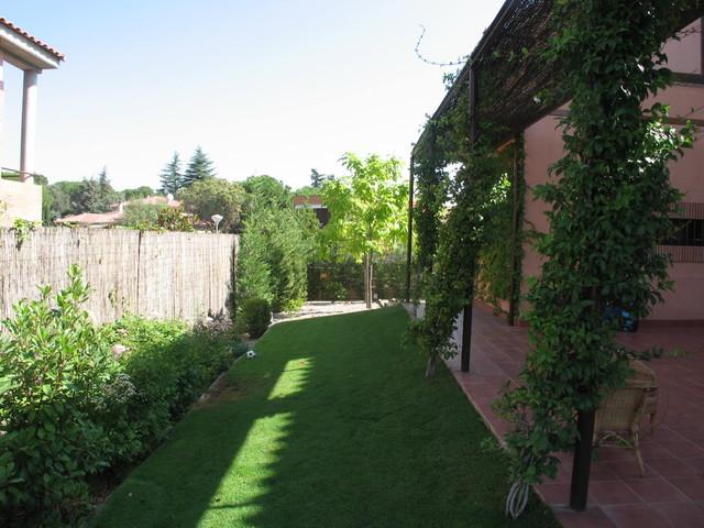 Jardin con patio ingl s for Jardines casas de campo