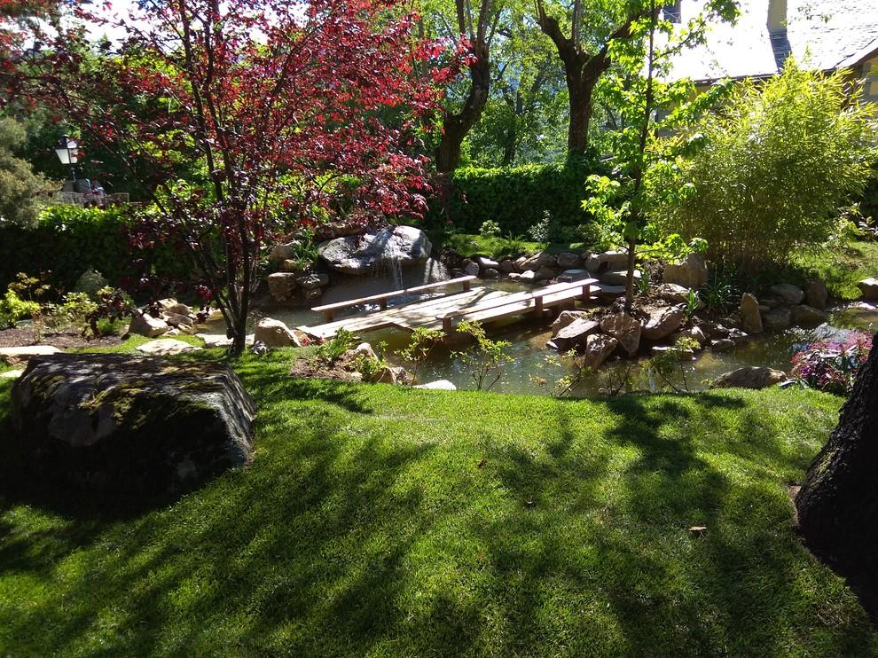 Jardin japones con estanque