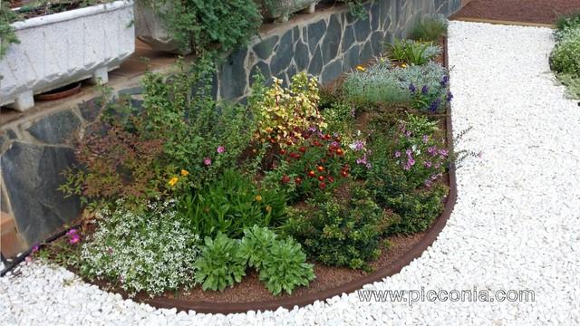 Jardines peque os pero con encanto for Fotos de patios con piletas