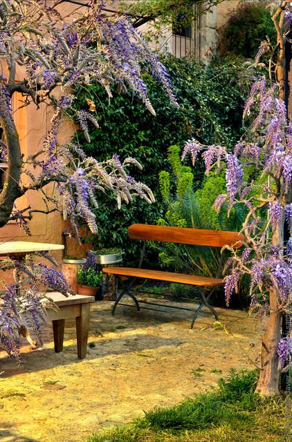 Sitbasic banco de caballer a madera de iroco tratada con for Bancos de jardin con almacenaje