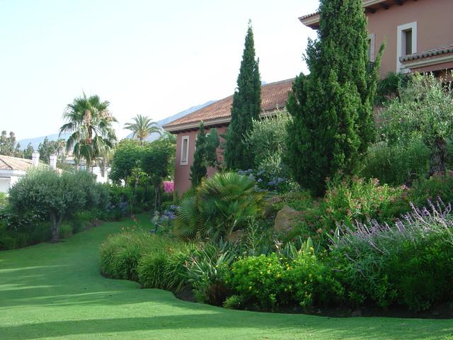 Trabajos de jardineria for Jardines exteriores de casas de campo