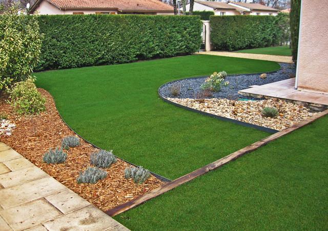allee de jardin contemporain une all e de jardin en pierres elle d coration all e de jardin. Black Bedroom Furniture Sets. Home Design Ideas