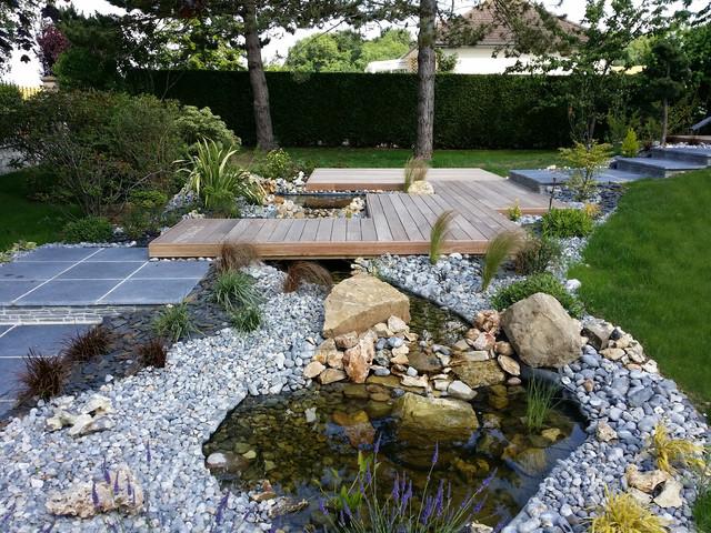 Am nagement bassin avec terrasse contemporain jardin - Amenagement jardin avec bassin grenoble ...