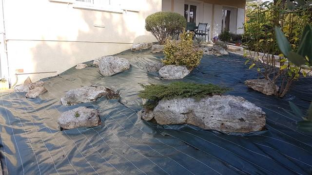 am nagement butte acc s maison classique jardin lyon par vert de terre paysagiste. Black Bedroom Furniture Sets. Home Design Ideas