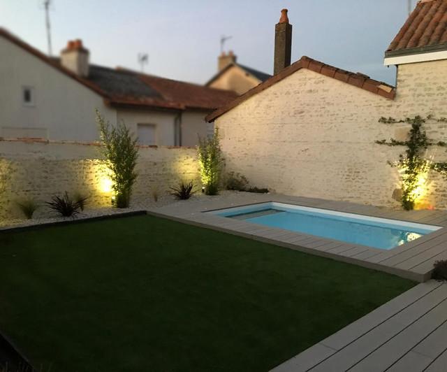 am nagement d 39 un jardin avec terrasse bois et gazon synth tique moderne jardin angers. Black Bedroom Furniture Sets. Home Design Ideas