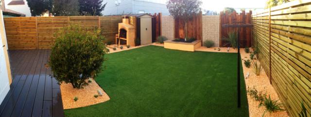 am nagement d 39 un jardin avec terrasse en bois et gazon synth tique contemporain jardin. Black Bedroom Furniture Sets. Home Design Ideas