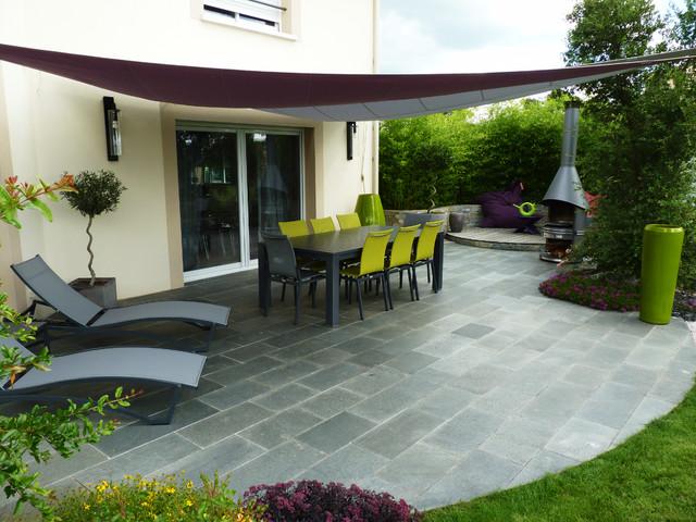 Aménagement d\'un jardin avec terrasses, allées et massifs ...