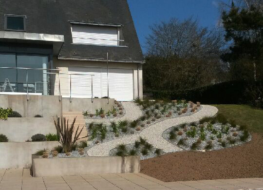 Am nagement d 39 un talus campagne jardin other metro for Amenagement talus jardin