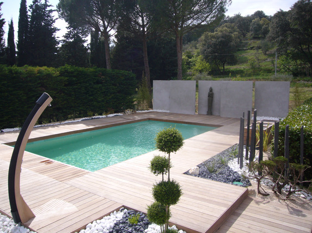 Am nagement d 39 un tour de piscine dans les c vennes for Amenagement exterieur zen