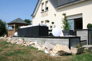 Am nagement d 39 une terrasse en bois composite gris for Jardin moderne rennes