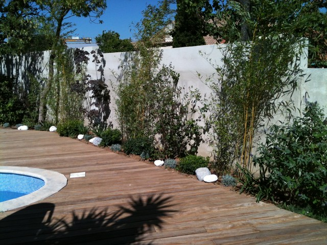 Amenagement jardin autour piscine for Amenagement piscine petit jardin