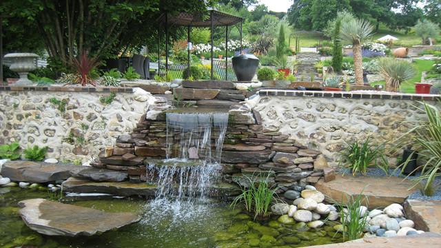 Cascade Et Bassin Naturel Modern Garten Sonstige Von Adh