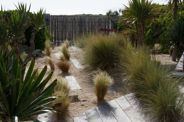 cr ation d 39 un jardin sur des dunes en bord de mer bord de mer jardin other metro par. Black Bedroom Furniture Sets. Home Design Ideas