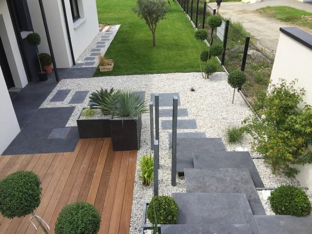 Création d\'une entrée de maison, fontaine et d\'une terrasse ...