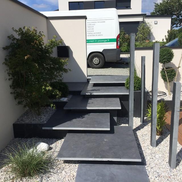 Création d\'une entrée de maison, fontaine et d\'une terrasse avec une ...