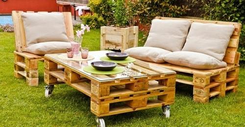 Meubles en palettes : l\'atout déco petit budget au jardin - Femme ...