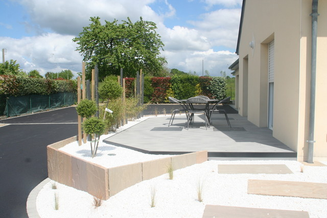 D tail terrasse bois composite avec int gration de dalle pierre naturelle 80cmx8 contemporain - Dalle jardin terrasse ...