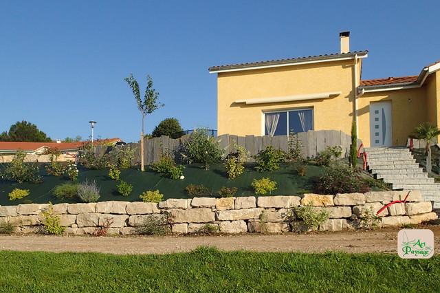 Enrochement am nagement talus classique chic jardin - Amenagement exterieur talus ...