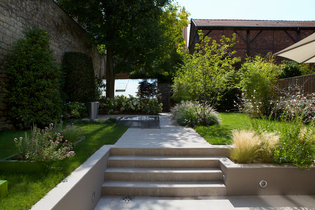 Jardin contemporain contemporain jardin paris par for Massif jardin contemporain