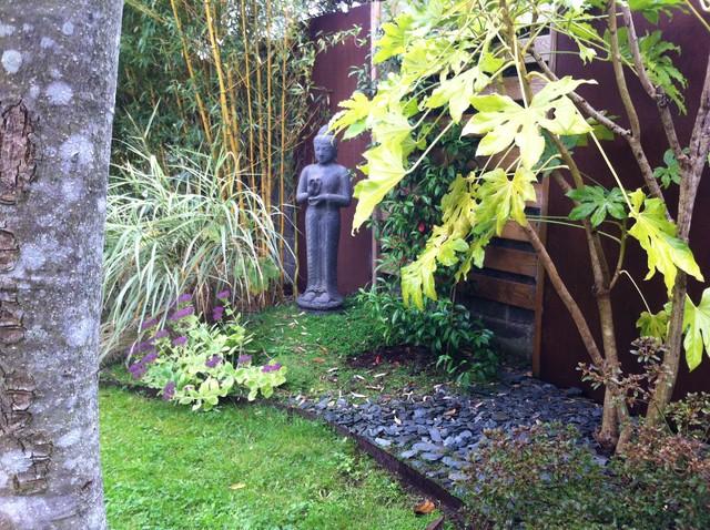 jardin de ville ambiance zen. Black Bedroom Furniture Sets. Home Design Ideas