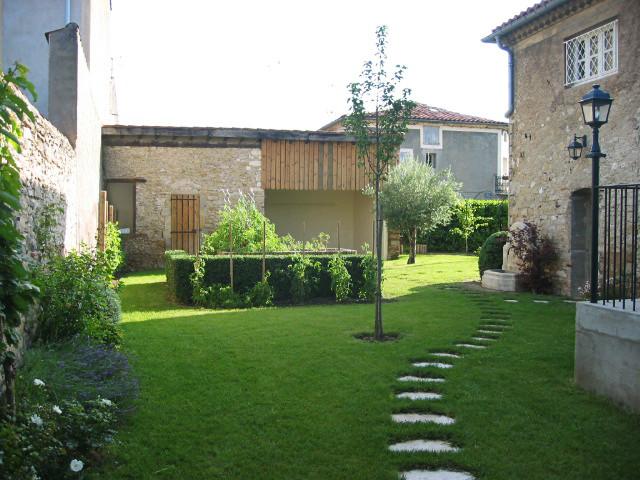 Jardin de ville - Piscine dans petit jardin de ville saint paul ...