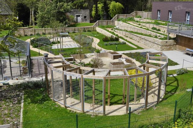 Jardin Des Alzheimer Des 5 Sens Contemporary Garden