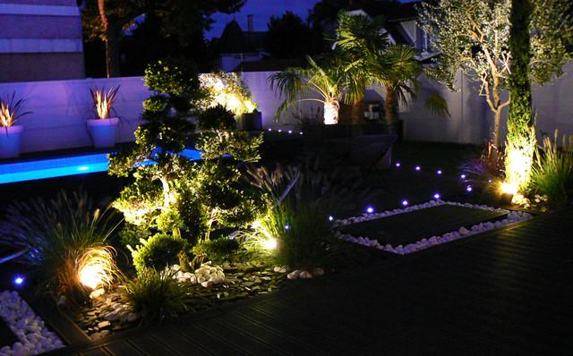 Jardin éclairé de nuit - Contemporain - Jardin - Paris - par ...