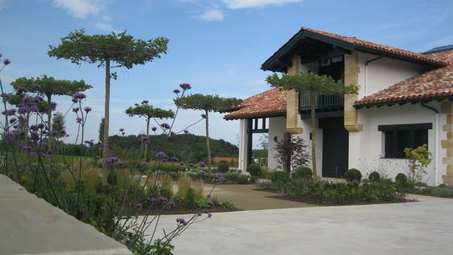jardin maison de caract re pays basque. Black Bedroom Furniture Sets. Home Design Ideas