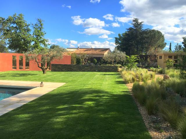 Jardin naturel aux lignes contemporaines contemporain jardin marseille par accent du sud - Jardin contemporain pente marseille ...