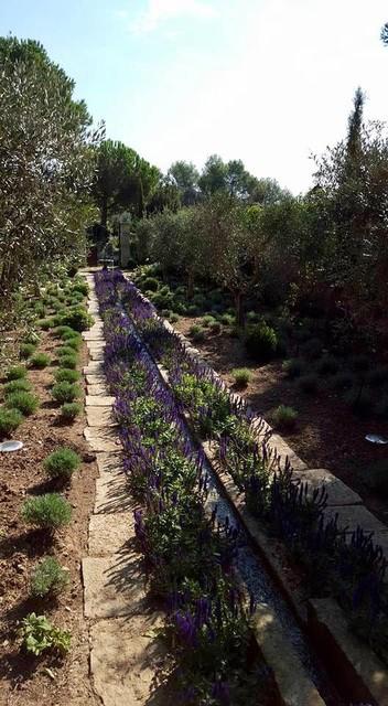 Jardin Romantique en Provence. Romantic garden in Provence ...