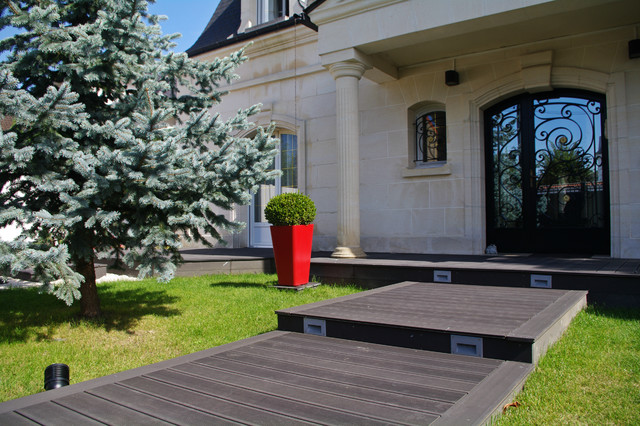 l 39 entr e de la maison contemporain jardin paris par jardin cr ation. Black Bedroom Furniture Sets. Home Design Ideas