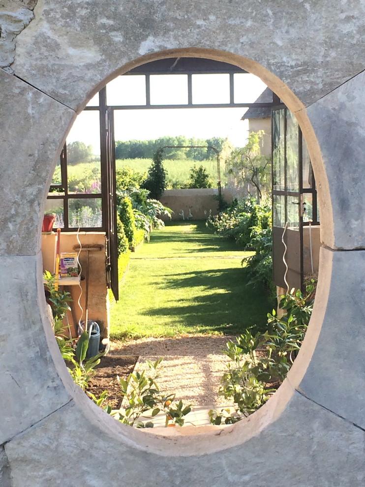 Cette image montre un jardin design.