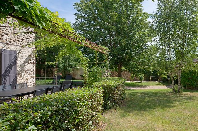 Long re contemporaneo giardino other metro di for Arredatori di giardini