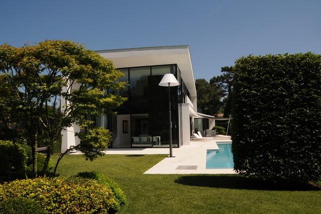 Maison plume contemporain jardin marseille par agence michel tortel - Jardin contemporain pente marseille ...