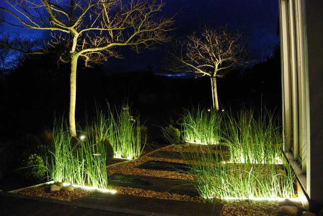 Pas japonais clair contemporain jardin other metro for Jardin japonais contemporain