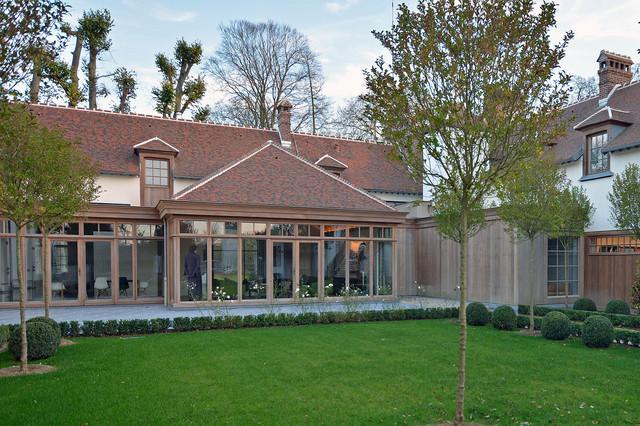 r habilitation d 39 un corps de ferme de 600m2 classique chic jardin paris par jean. Black Bedroom Furniture Sets. Home Design Ideas